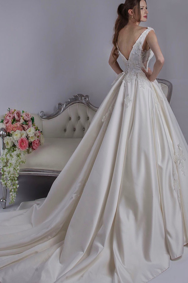 Une robe de mariée très luxueuse et chic