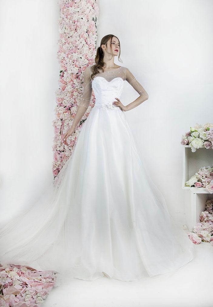 Robe de mariée brodée avec un tulle à cristaux