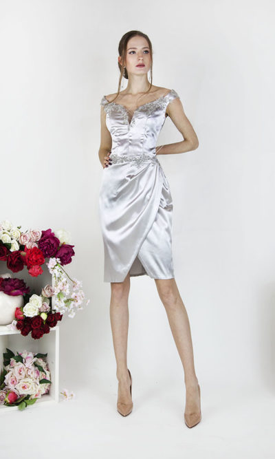 Robe de cocktail argent en satin