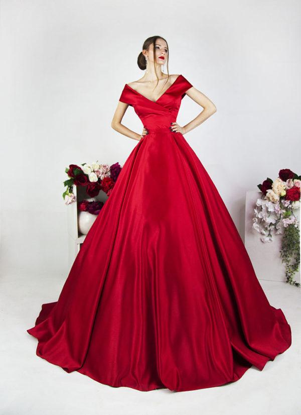 Robe de gala rouge en satin créateur à Paris sur mesure