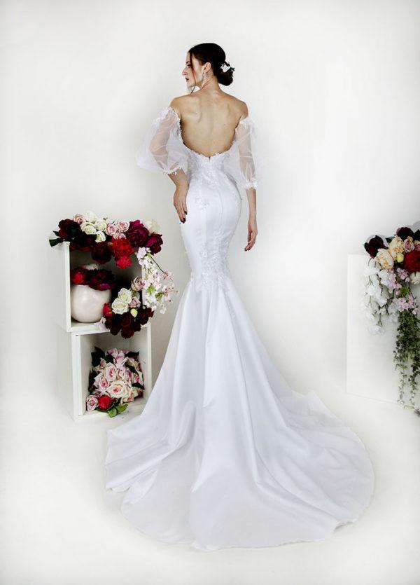 Robe de mariée avec laçage et manches en tulle