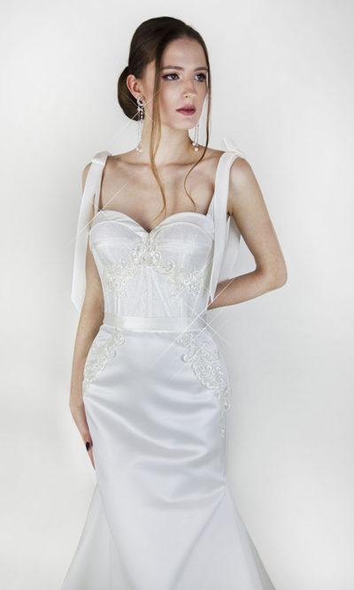 Robe de mariée avec bretelles en satin