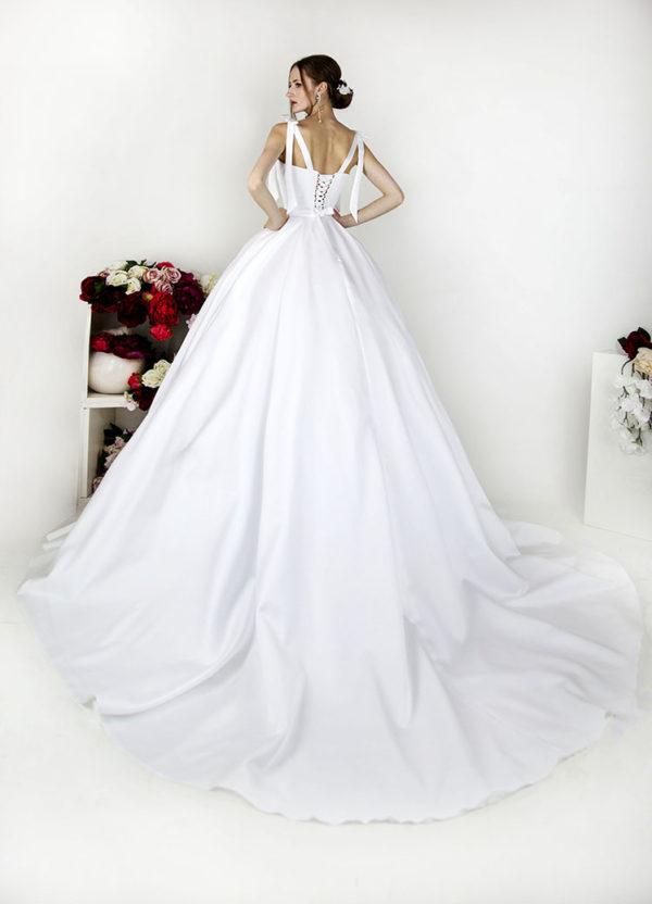 Robe de mariée dos à laçages avec bretelles en satin