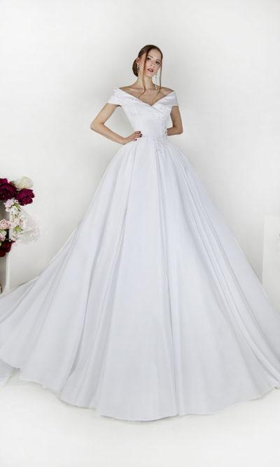 Robe de mariée avec manches tombantes et un revers