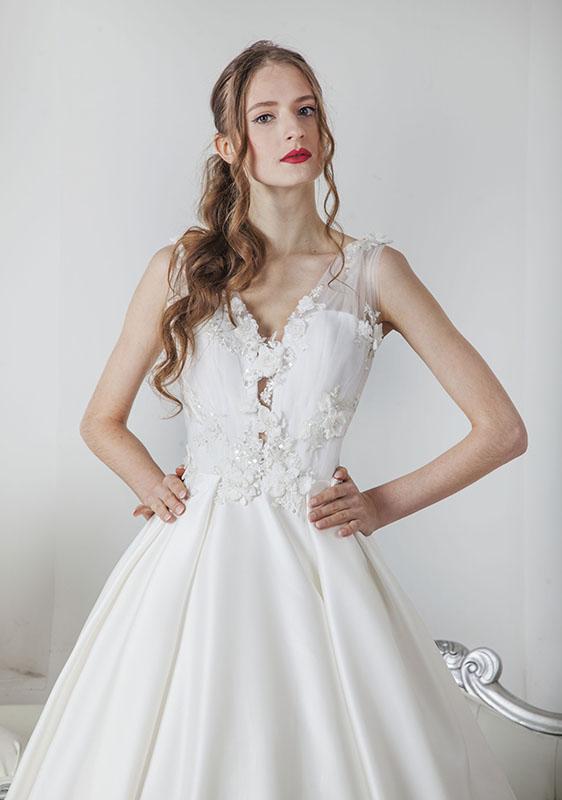 Robe de mariée en satin et dentelle française