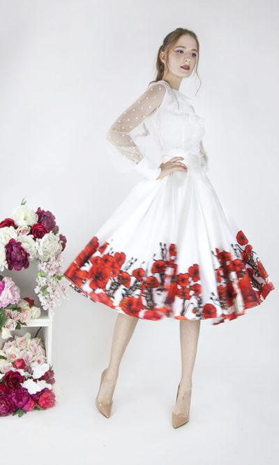 Robe de mariée romantique avec ornements rouges