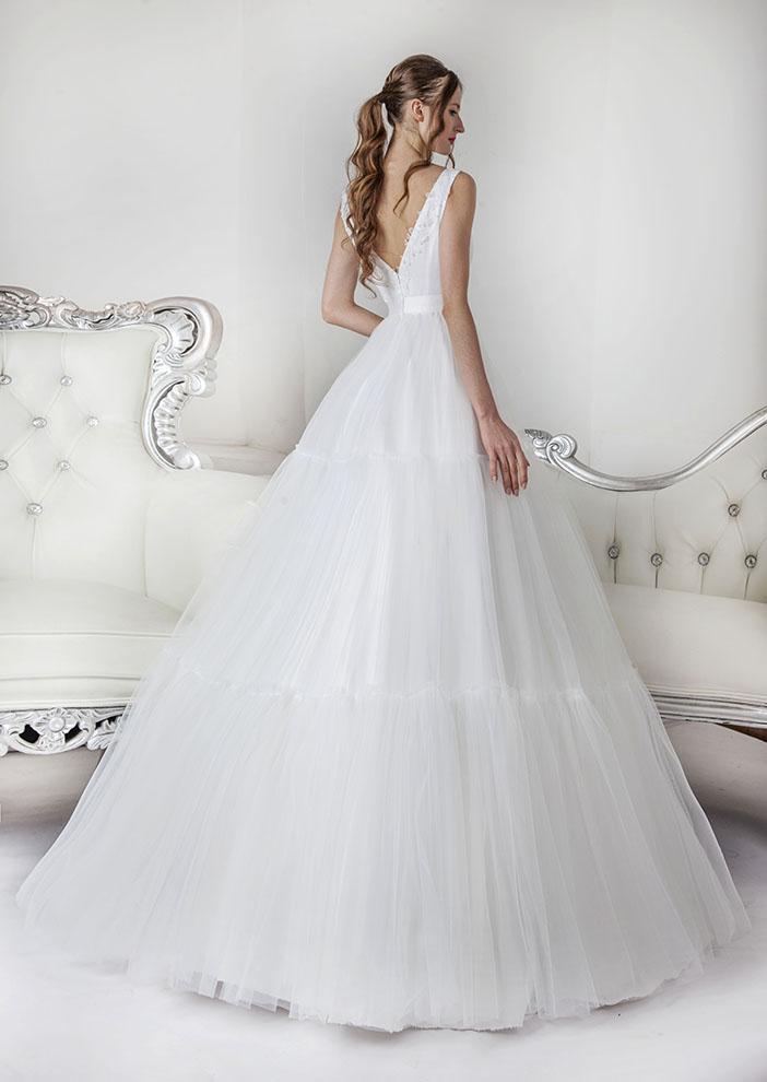 Robe de mariée couleur blanc avec tulle et dentelle