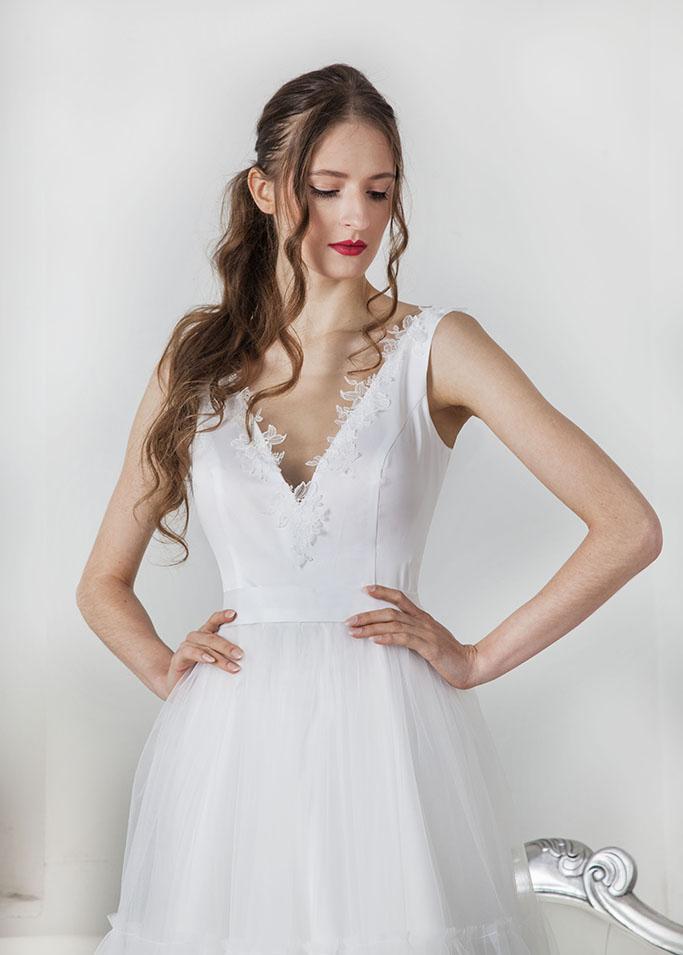 Robe de mariée blanche avec bustier en satin