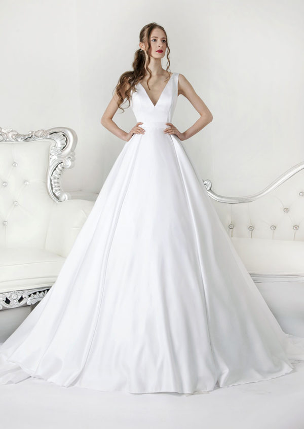 Robe de mariée blanche forme évasée en satin