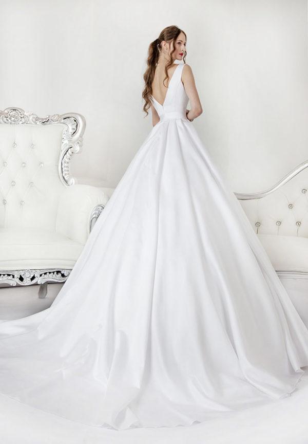 Robe de mariée avec un déccoletté en V au dos