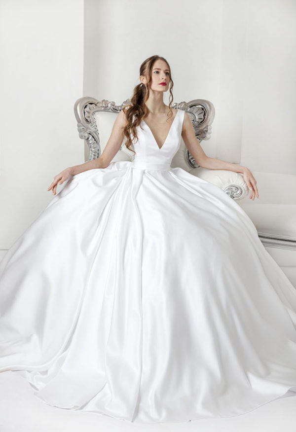 Robe de mariée blanche en satin luxueux