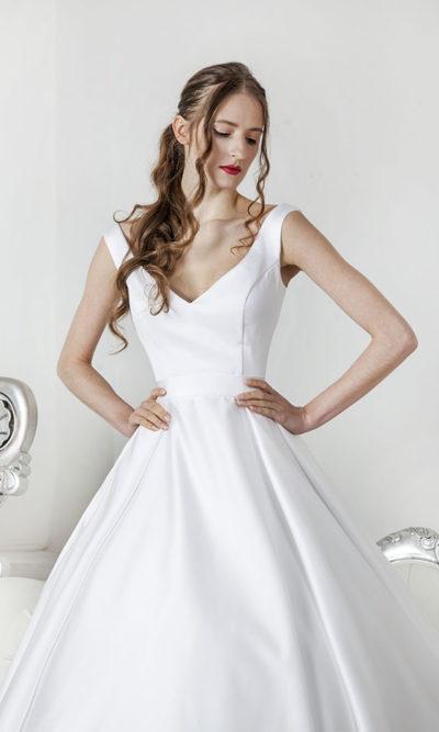 Robe de mariée avec corset en satin blanc