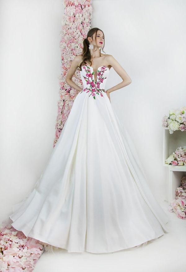 Robe de mariée avec dentelle colorée