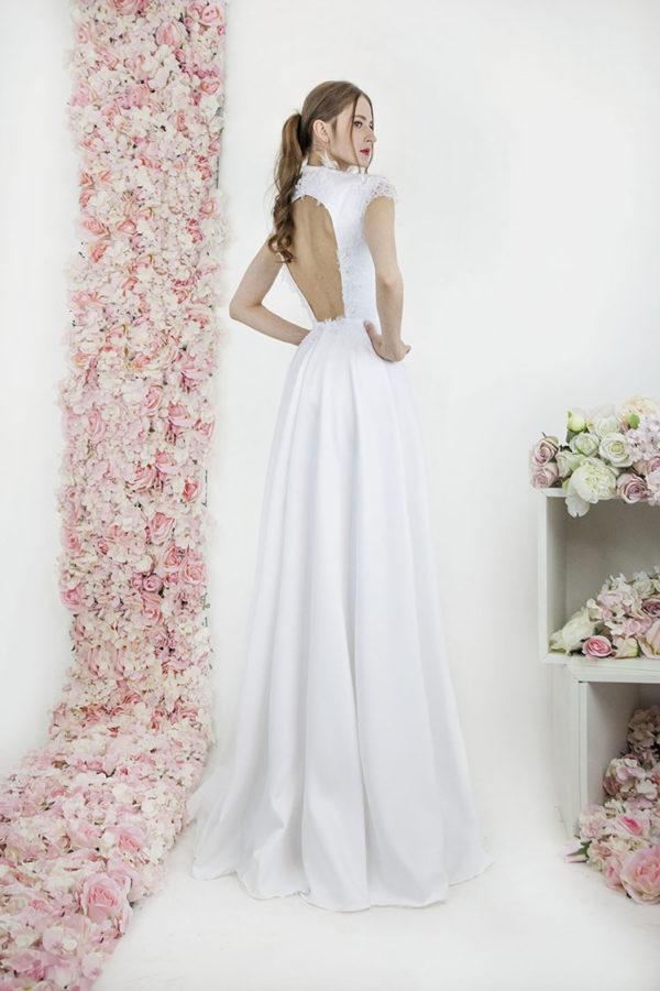 Robe de mariée avec décolleté dans le dos