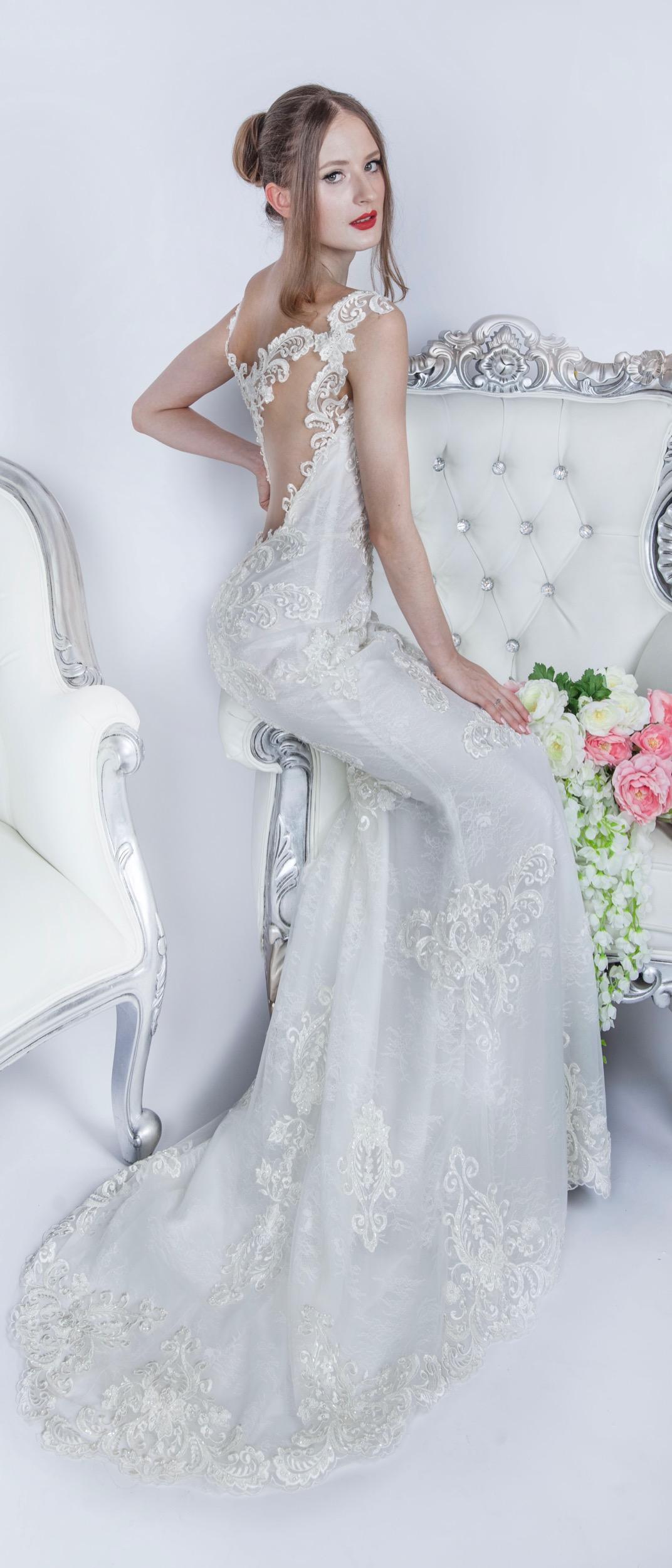 Très jolie robe de mariée en dentelle à Paris