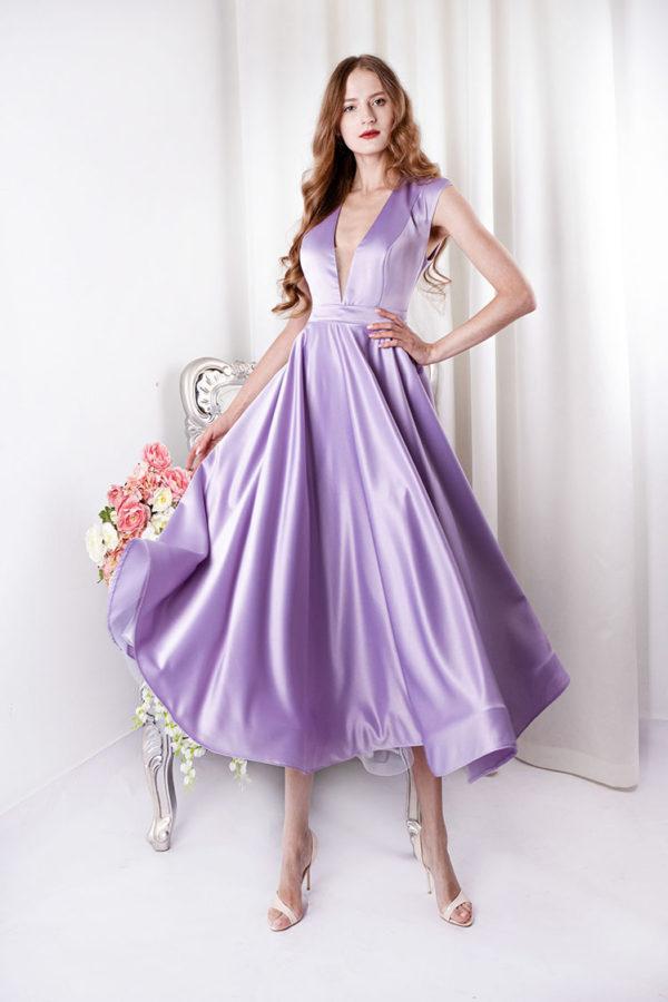 Robe de cocktail en satin violette