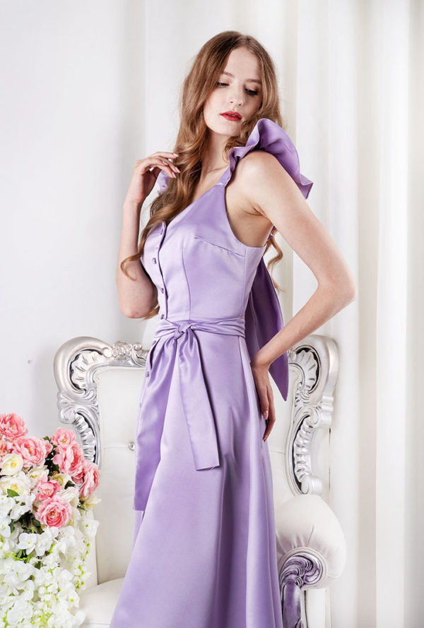Robe de soirée lila avec bretelles à volants