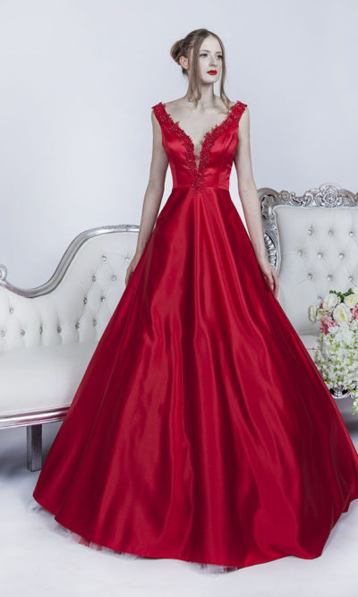 Robe de bal en satin couleur rouge
