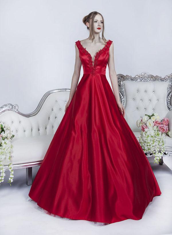 Robe de bal en satin couleur rouge