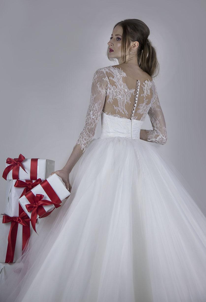 Robe de mariée romantique avec un dos boutonné