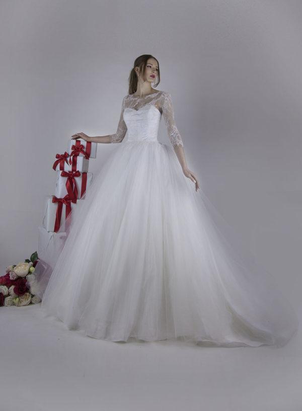 Robe de mariée de créateur en dentelle luxueuse à Paris