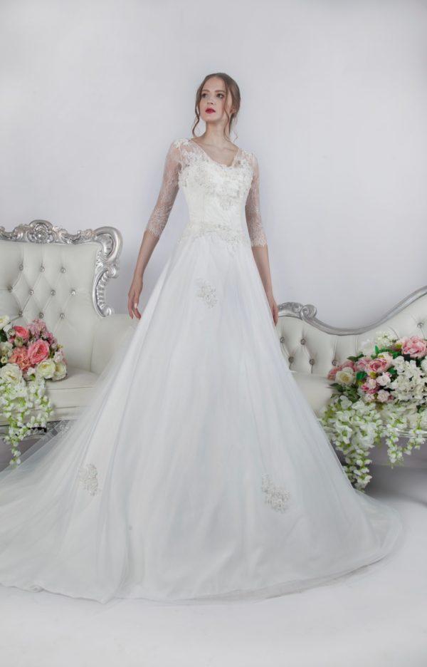 Découvrez cette magnifique robe de mariée ivoire chez nous à Paris