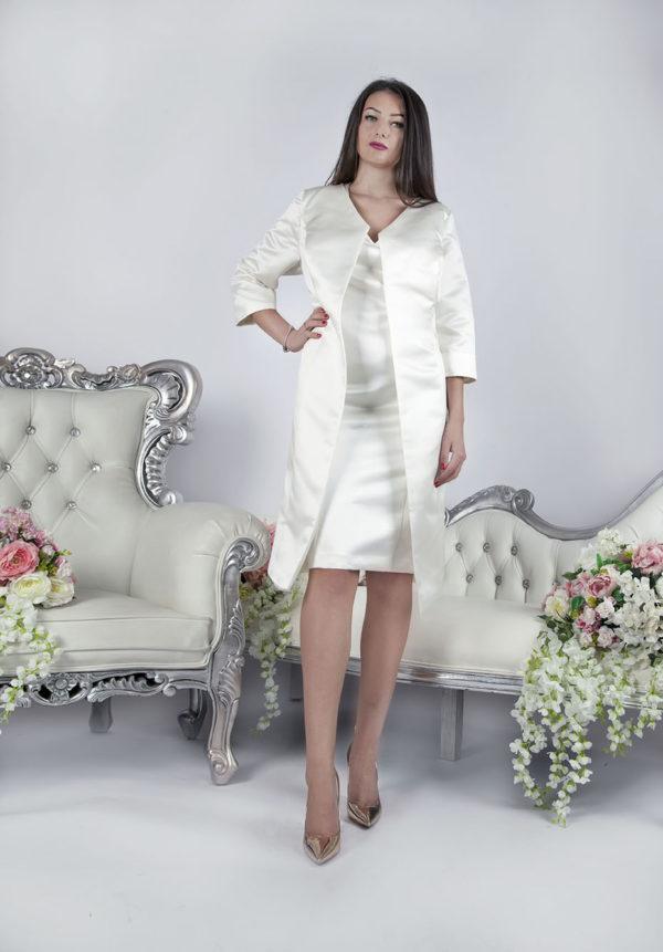Robe de mariée courte avec une veste en satin