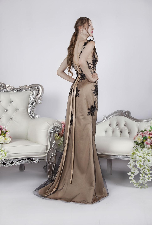Une robe de soirée sirène fluide avec fente