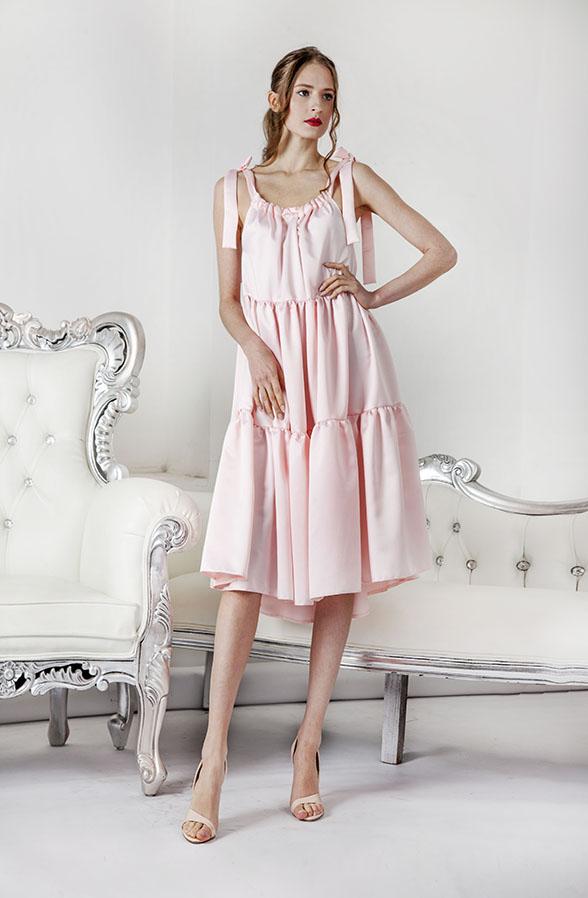 Robe de soirée rose clair à volants