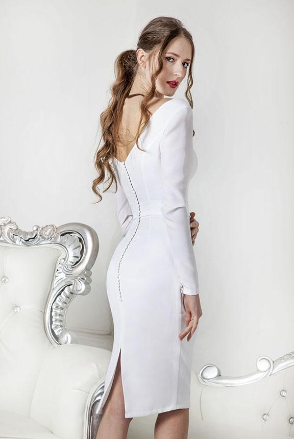Robe de mariage courte avec dos à boutons