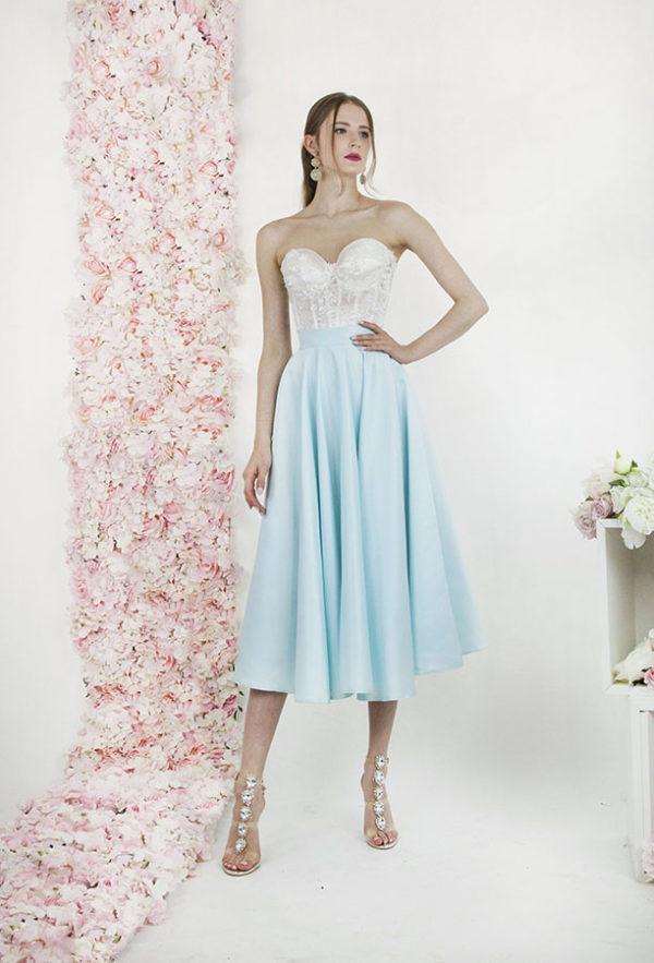 Robe de mariée courte à corset sans bretelles