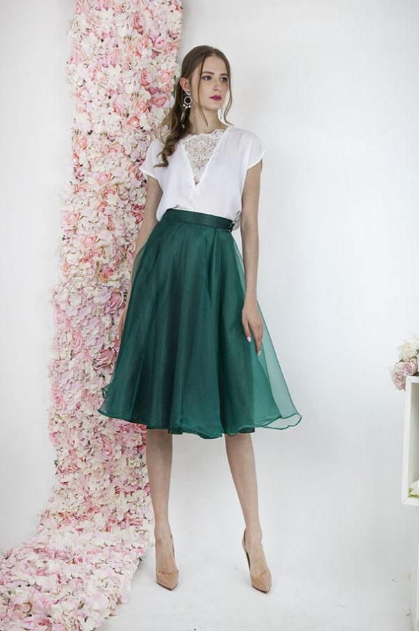 Robe de soirée pour mariage avec une jupe en organza verte