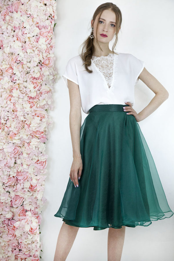 Jolie robe de soirée avec une jupe verte