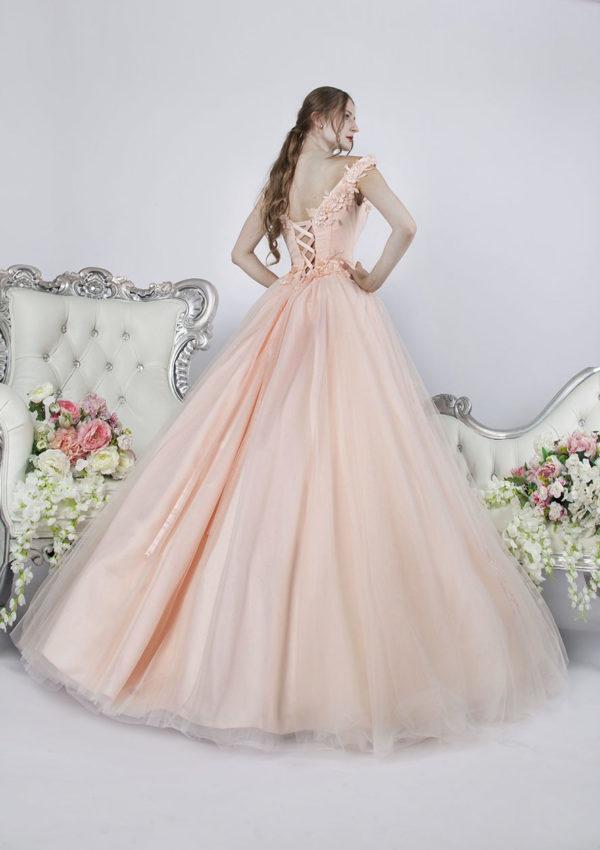 Belle robe de soirée fiançailles à Paris pour une femme élégante