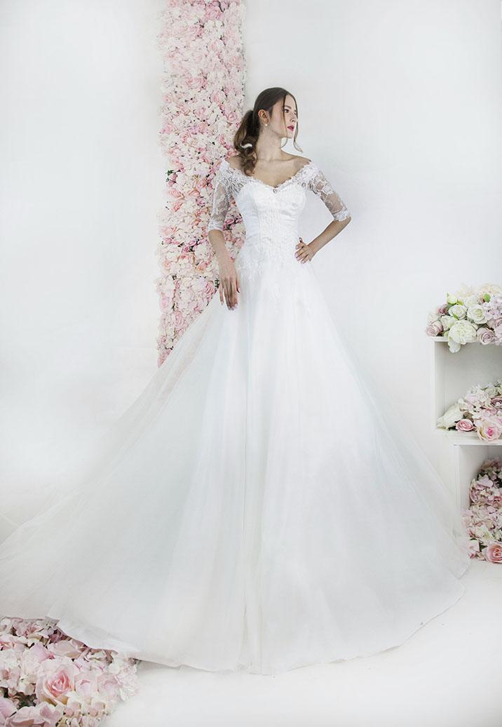 Robe de mariée avec col bateau et manches 3/4 en dentelle