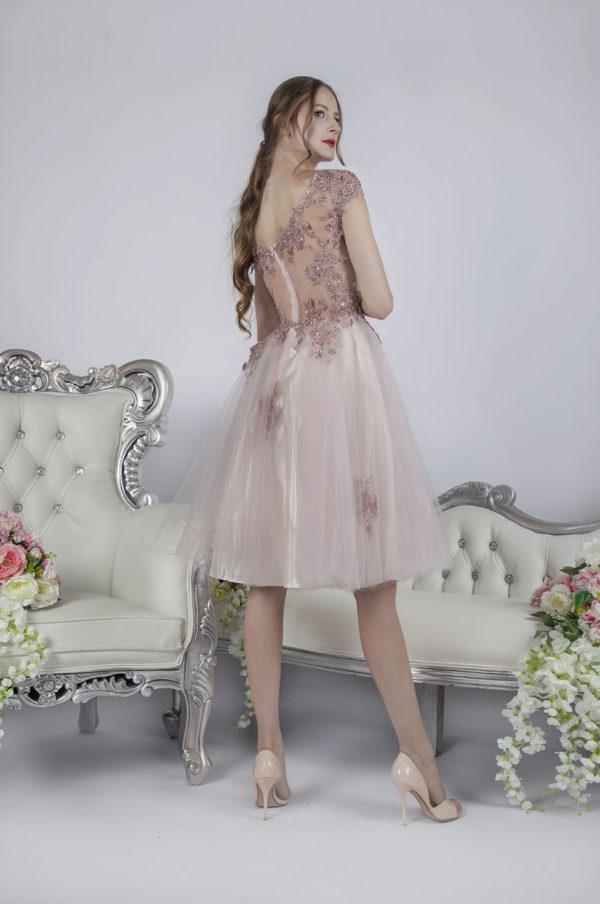 Robe de soirée courte rose romantique avec broderie
