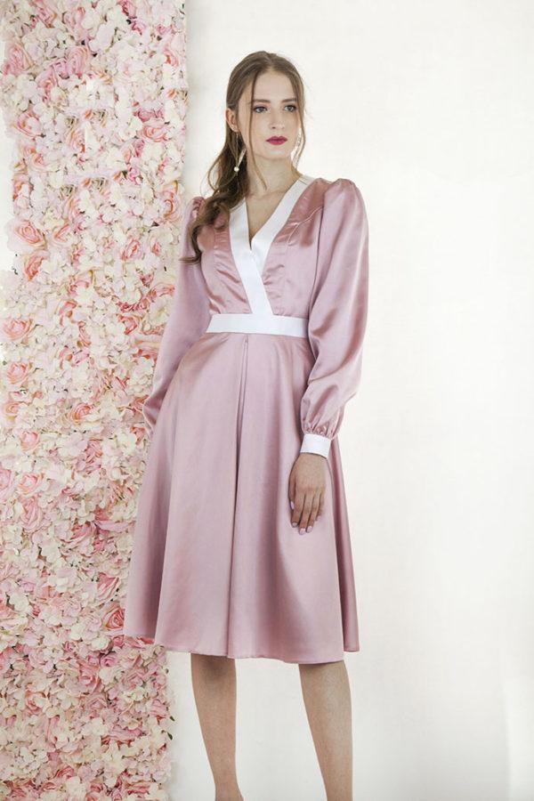 Robe de soirée rose pâle en satin