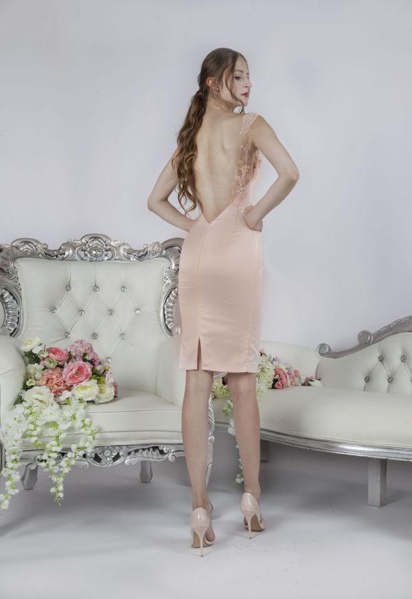 Belle robe de soirée courte avec un dos nu