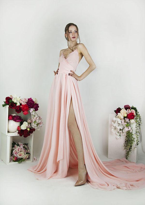 Robe de soirée dos nu avec bretelles fines roses