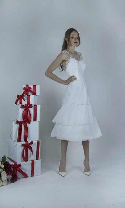 Robe de mariée courte en mousseline et belle dentelle
