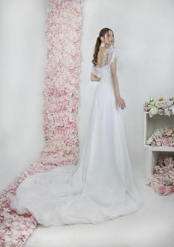 Robe de mariée avec un décolleté au dos en dentelle