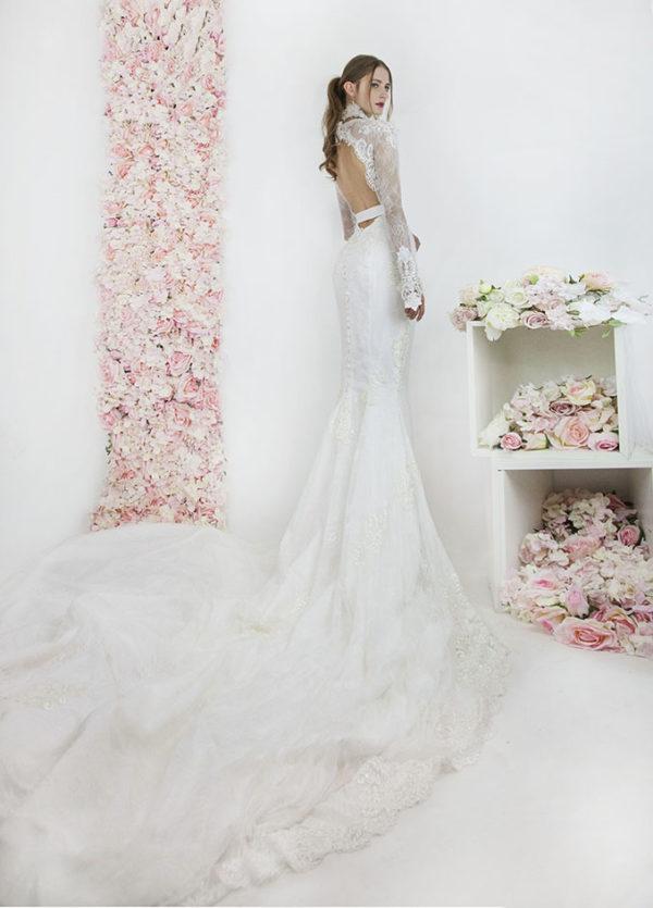 Robe de mariée avec longue traine de 3 mètres