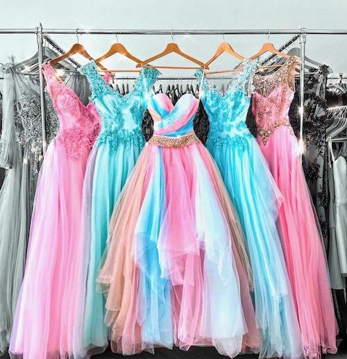 Raccourcir la longueur d'une robe de soirée à Paris