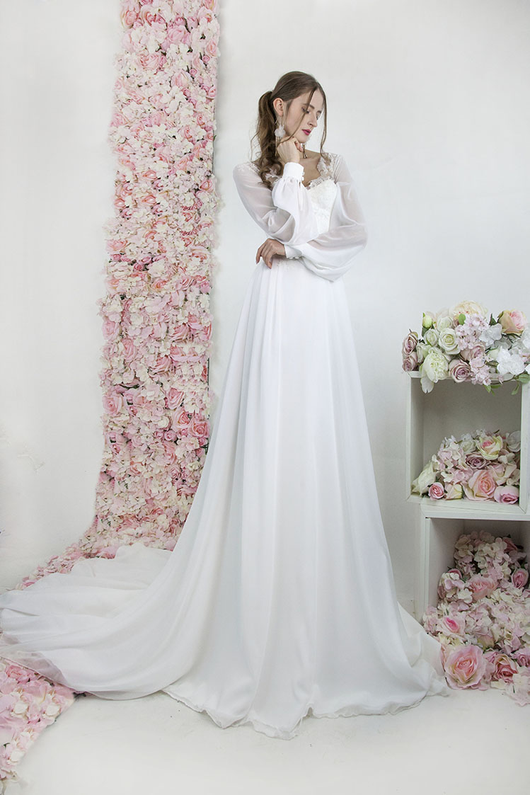 Robe de mariée bohème chic avec traine en mousseline