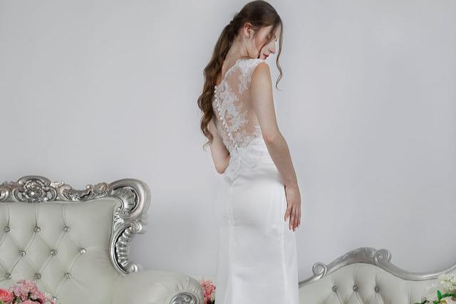 Robe de mariée raffinée en satin et dentelle